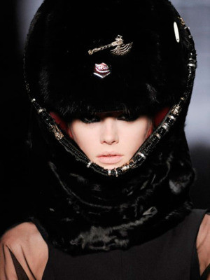 Шлемы отКарла Лагерфельда: хотим, нобоимся. Изображение № 2.