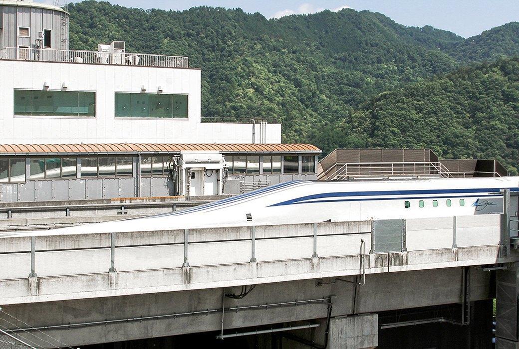 Мы успели заснять самый быстрый поезд в мире. Изображение № 4.