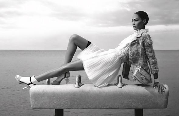 Кампания: Джоан Смоллс и Саския де Брау для Chanel SS 2012. Изображение № 4.
