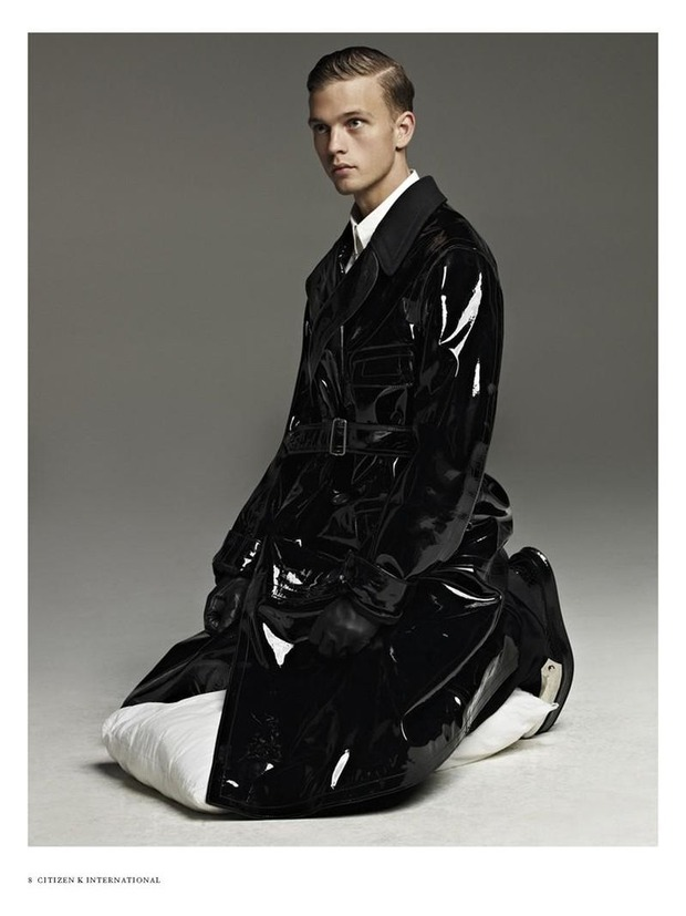 Мужские съемки: Dazed & Confused, i-D, Citizen K, Seventh Man и Men's Folio. Изображение № 39.