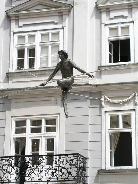 Скульптуры Джерзи Кедзиоры, парящие в воздухе. Изображение № 8.