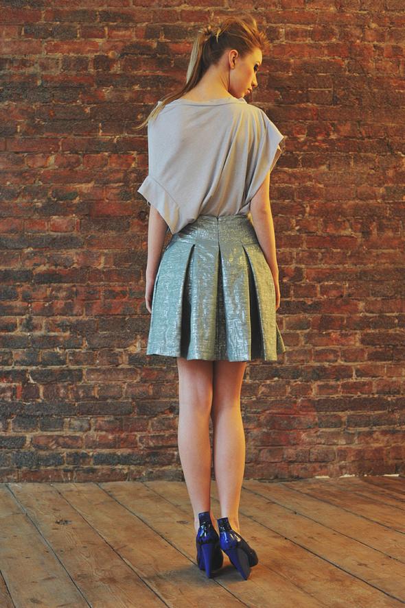 CW22 блуза серая, состав:90% хлопок, 10% люрекс размеры: s/m  СW51 юбка состав:50% шелк, 50% люрекс размеры: xs, s. Изображение № 8.