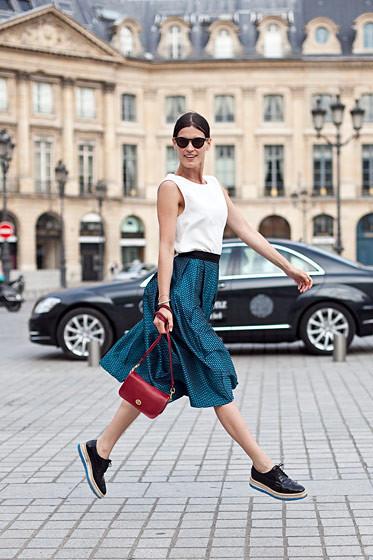 Уличный стиль на Неделе высокой моды в Париже. Изображение № 48.