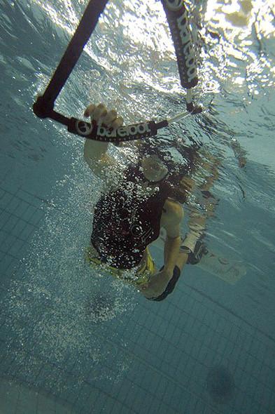 Подводная съемка падений на тренировке в бассейне. Изображение № 26.
