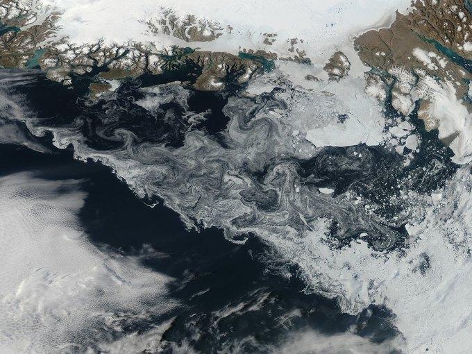 Лёд у берегов Гренландии. Фото астронавтов МКС. Изображение № 3.