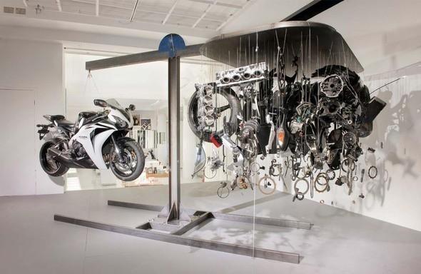 Оформление витрины магазина Honda. Изображение № 4.