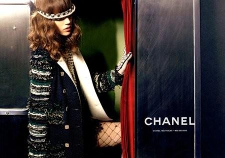 Фрея Беха Эриксен в рекламной кампании Chanel FW 2011. Изображение № 2.