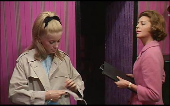 Movie-Looks: «Шербурские зонтики». Изображение № 33.