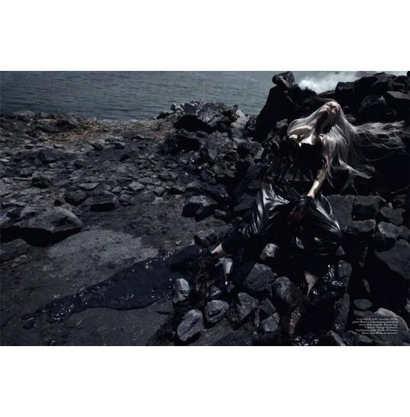 Съемка «Water & Oil» в итальянском Vogue. Изображение № 3.