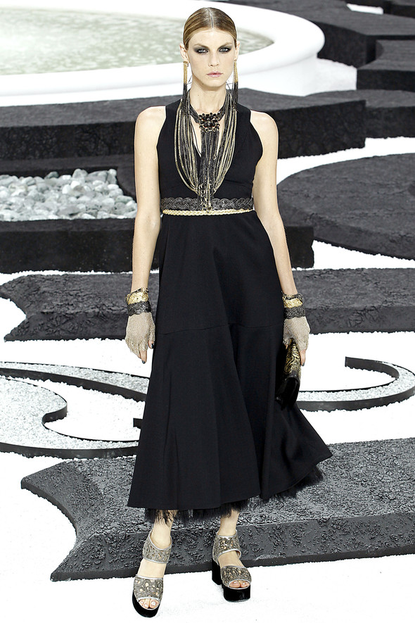 Карл Лагерфельд показал одну из самых красивых коллекций, когда-либо созданных для Chanel. Изображение № 44.