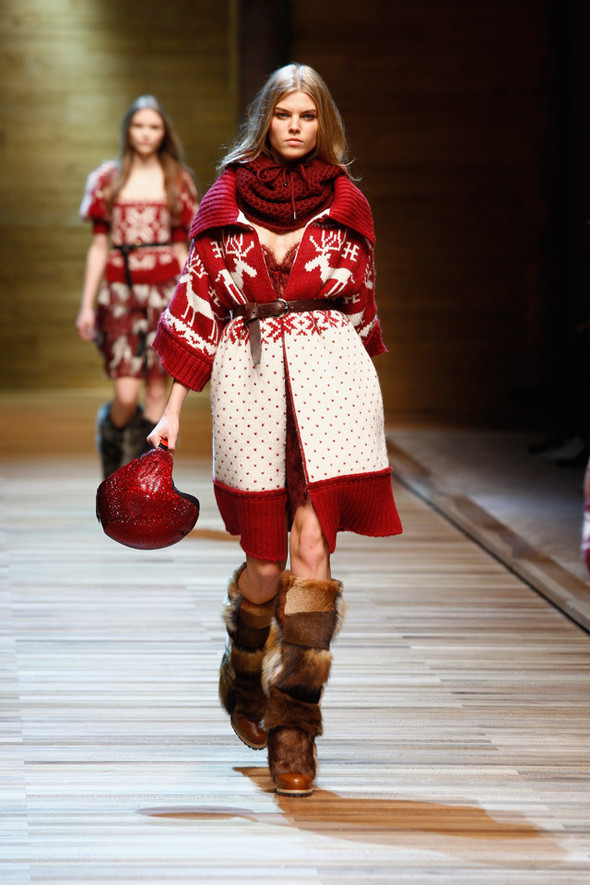 Dolce & Gabbana Fashion Show Winter 2011. Изображение № 3.