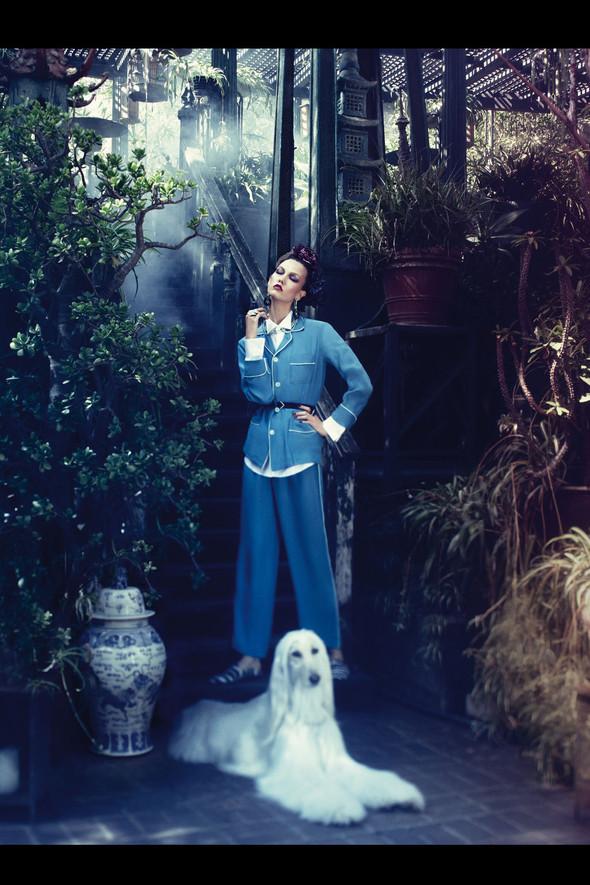 Съёмка: Карли Клосс для Vogue. Изображение № 3.