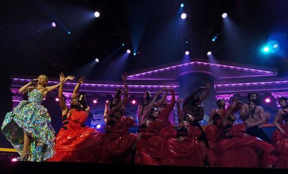 """Изображение 3. Кайли Миноуг колесит по европейским странам с туром """"Les Folies Tour"""".. Изображение № 3."""