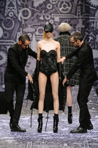 Back to black : Gareth Pugh и Victor&Rolf aw 2010-2011. Изображение № 51.
