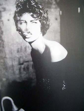 Архивная съёмка: Линда Евангелиста и Тони Уорд для Dolce & Gabbana FW 1990. Изображение № 9.