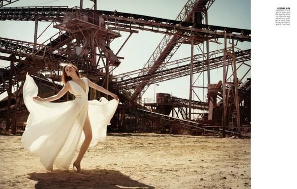 Съёмка: Жиневье ван Синус для Bergdorf Goodman. Изображение № 11.