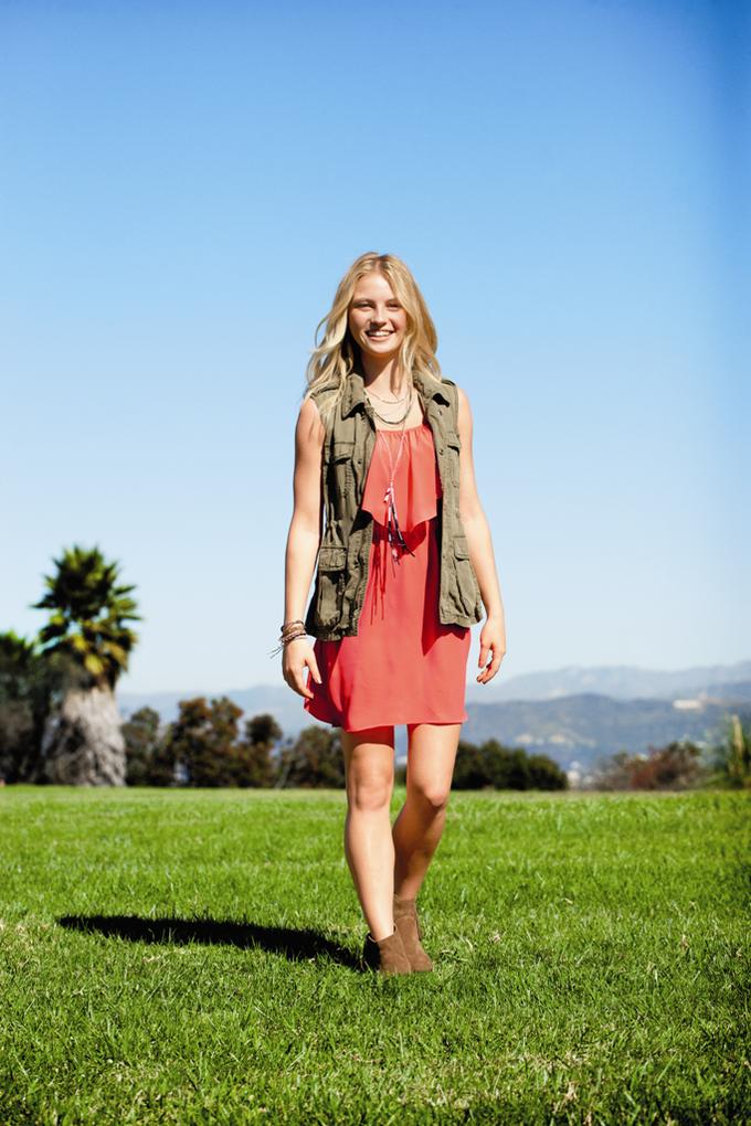 Chanel, Trends Brands и Urban Outfitters показали новые лукбуки. Изображение № 42.