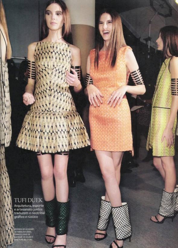 Съёмка: фотографии с бэкстейджей в бразильском Vogue. Изображение № 10.
