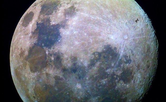 Фото дня: МКС на фоне Луны . Изображение № 1.