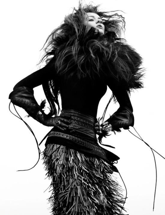 Съемка: Моника Ягачак для Numero #126. Изображение № 9.