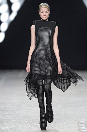Показ: Gareth Pugh spring 2012 Ready-to-Wear. Изображение № 3.