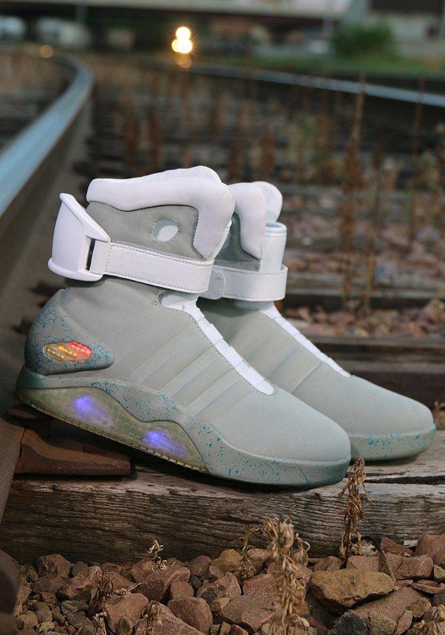 В сентябре начнут продавать кроссовки из «Назад в будущее 2». Изображение № 4.