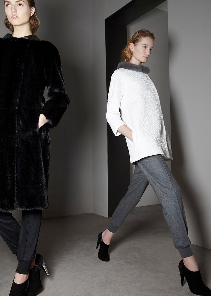 Вышли предосенние коллекции Alexander McQueen, Moschino и Valentino. Изображение № 21.