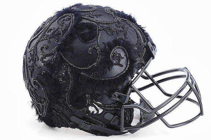 Дизайнеры превратили футбольные шлемы в предметы искусства. Изображение № 3.