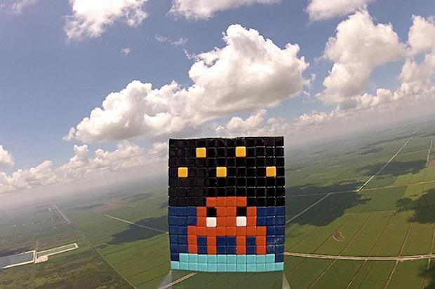 Французский художник Invader отправил свою работу в космос. Изображение № 2.