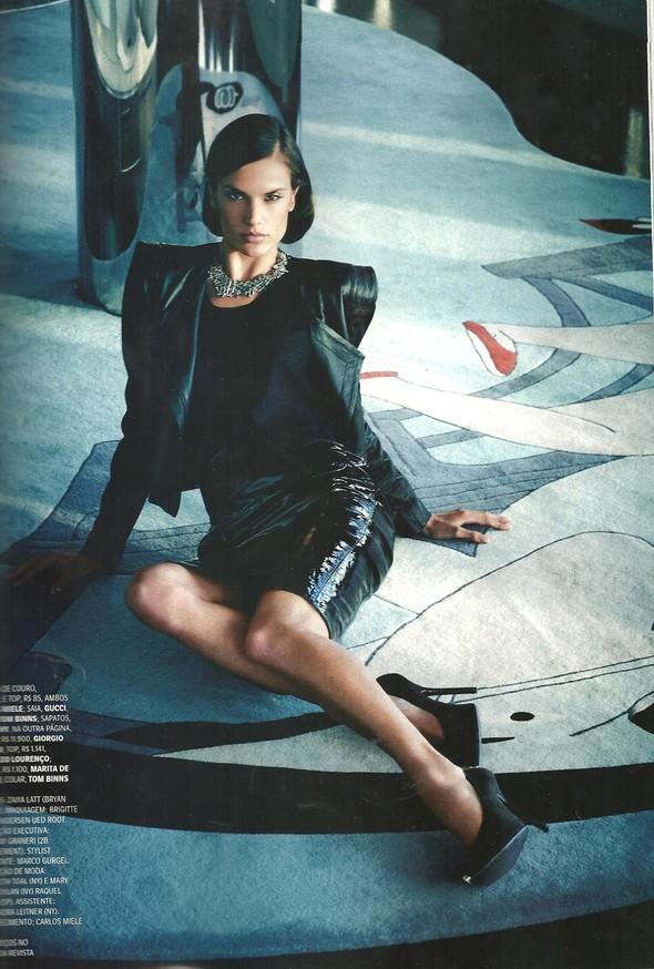 Съёмка: Алессандра Амбросио для Vogue. Изображение № 7.