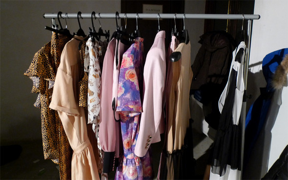 Дизайнер Андрей Артемов: «Она идет от своего парня в мужском пиджаке поверх коктейльного платья». Изображение № 13.