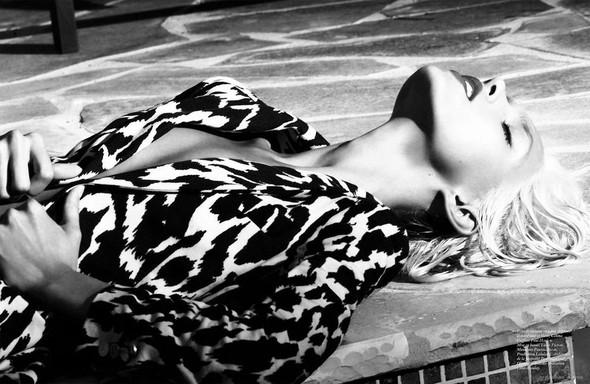 Съёмка: Аня Рубик и Саша Пивоварова для Vogue. Изображение № 16.