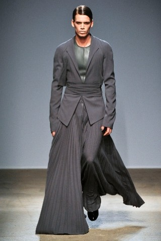 Back to black : Gareth Pugh и Victor&Rolf aw 2010-2011. Изображение № 33.