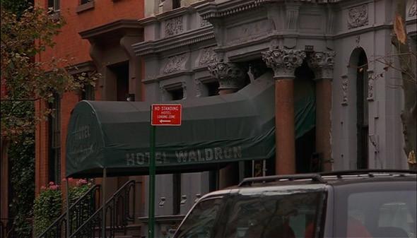 5. Hotel 17 Отель в трех квартала от Ист-Виллиджа, в котором до прихода славы жила Мадонна, а сейчас в лобби можно столкнуться с Амандой Лепор. Один из редких случае в списке, когда за ночь проживания не придется заплатить адские тысячи —номер стоит сносные по манхэттенским меркам 150 доларов в сутки, что несколько жестоко, учитывая ванную на этаже —зато есть бесплатный Wi-Fi. В «Загадочном убийстве в Манхэттене» он фигурировал под вымышленной вывеской Hotel Waldron.. Изображение №24.