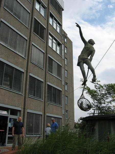 Скульптуры Джерзи Кедзиоры, парящие в воздухе. Изображение № 46.