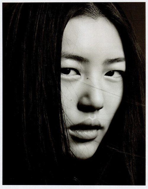 Фотосессия Лиу Вен и Фей Фей Сун для Vogue China. Изображение № 8.