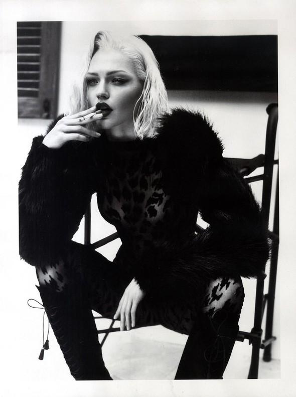 Превью съёмки: Саша Пивоварова для Vogue. Изображение № 10.