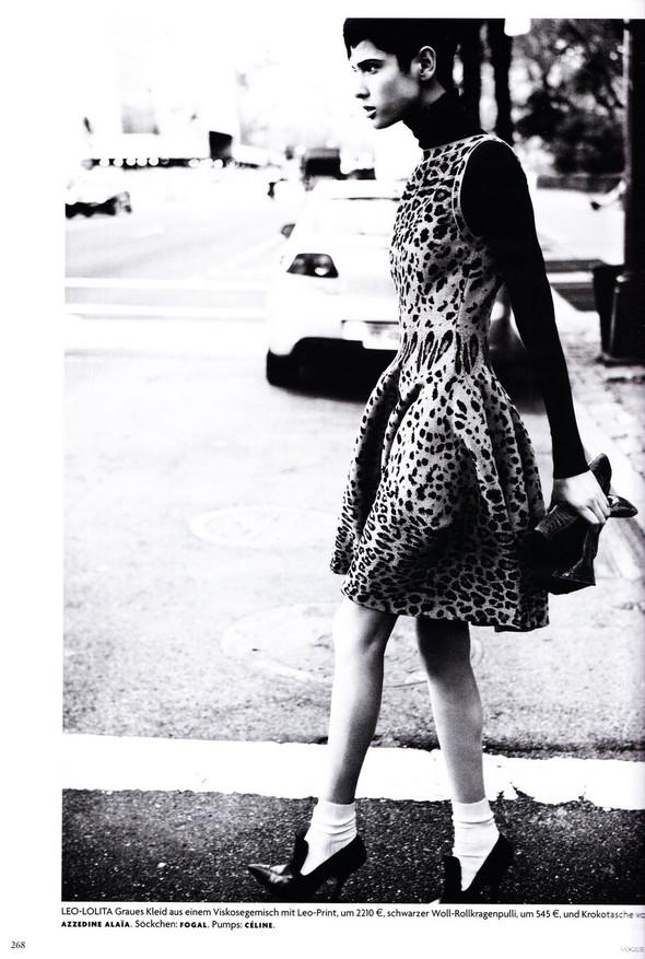 Съёмка: Хана Бен Абдесслем и Валерия Келава для Vogue. Изображение № 7.