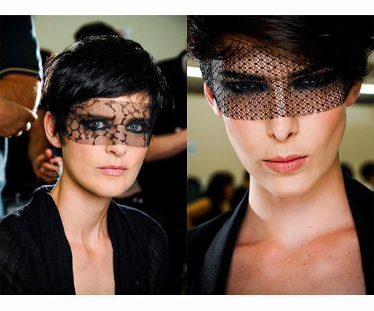 Модели с показа Chanel Haute Couture FW 2011. Изображение № 16.