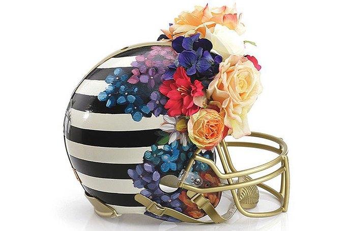 Дизайнеры превратили футбольные шлемы в предметы искусства. Изображение № 2.