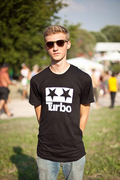 Изображение 5. Люди в футболках музыкальных групп на Пикнике «Афиши».. Изображение № 13.