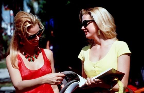 Роми и Мишель на встрече выпускников. Изображение № 7.