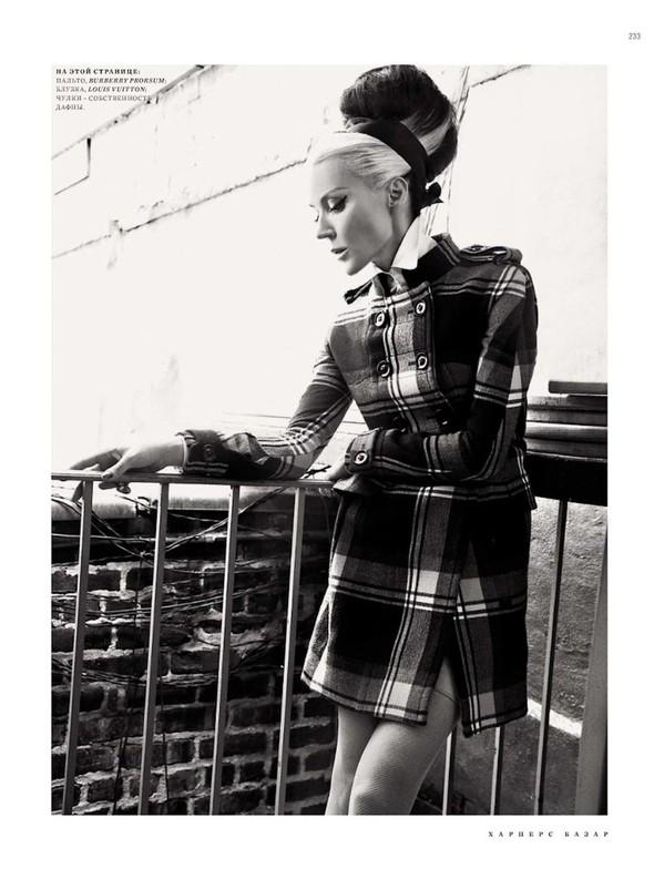 Съёмка: Дафна Гиннесс для российского Harper's Bazaar. Изображение № 4.