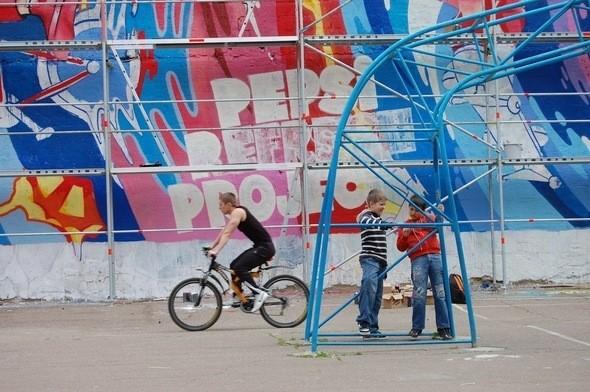 Изображение 5. Граффитчики Pepsi освежили спортплощадку в Одессе.. Изображение № 5.