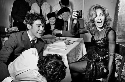 Мадонна в новой рекламе D&G. Изображение № 6.