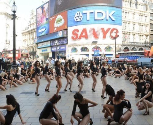 Двойники Beyonce вцентре Лондона. Изображение № 1.