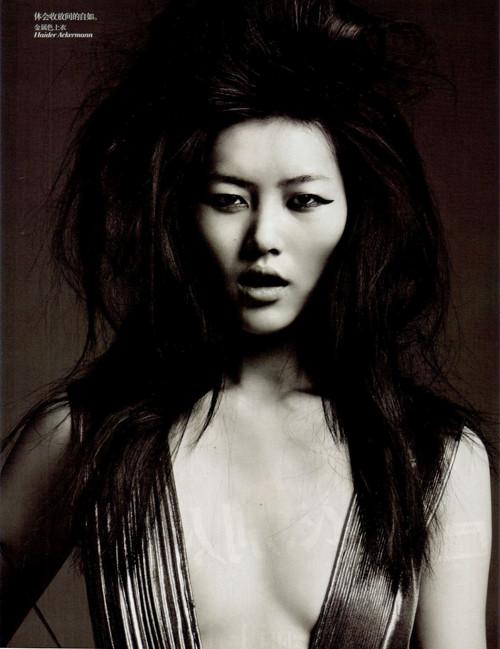 Фотосессия Лиу Вен и Фей Фей Сун для Vogue China. Изображение № 10.