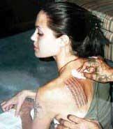 Культура Таиланда : магические <strong>человек наносящий тату</strong> татуировки. Изображение № 1.