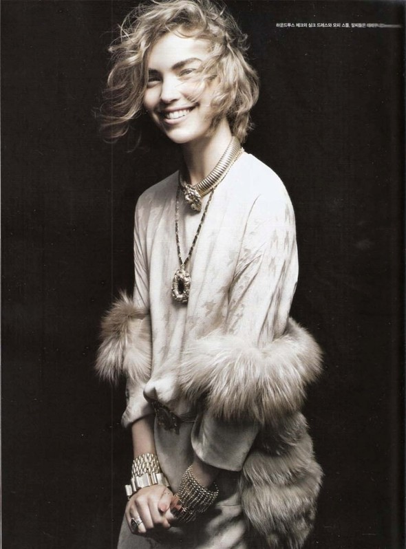 Съёмка: Аризона Мьюз для Vogue. Изображение № 3.