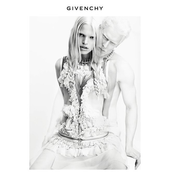 Превью новых кампаний: Givenchy, Marc Jacobs и Versace. Изображение № 1.